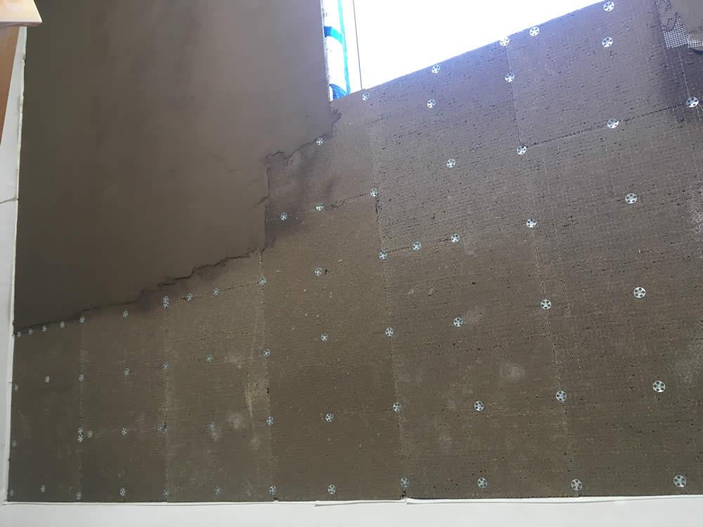 Lehm-Leichtbauplatten mit verspachteltem Lehmputz
